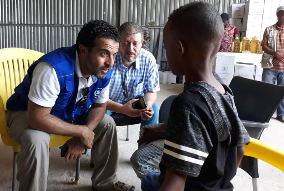 WFP staff and a cooperating partner at a distribution in Al Falah Camp in Tripoli. WFP / Sufyan Alashab